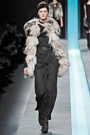 moda-za-zimu-2009-2010-sivo-crni-kaput-kombinacija