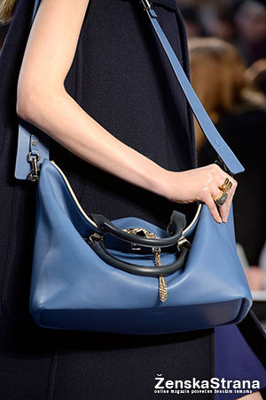chloe plava torba