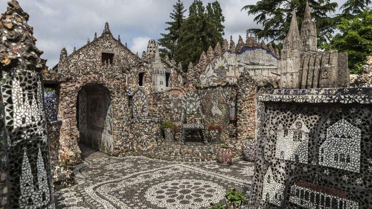 Kuća od polomljene keramike