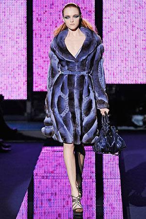 moda-za-zimu-2009-2010-plavi-kaput-kombinacija