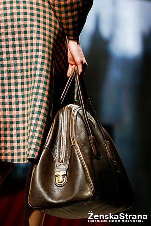 prada jednobojna torba sa ruckom